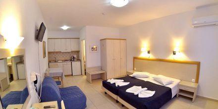 Enrumslägenhet på hotell Dream Island på Tilos, Grekland.
