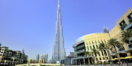 Världens högsta byggnad Burj Khalifa och Dubai Mall som båda ligger i Dubai Downtown, Förenade Arabemiraten.