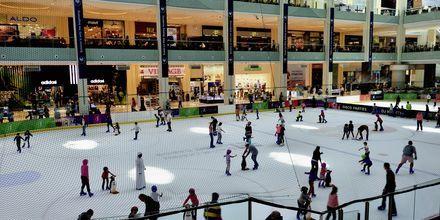 Skridskobanan i shoppingcentret Dubai Mall.