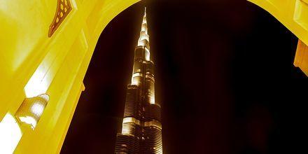 Burj Khalifa på kvällen i Dubai, Förenade Arabemiraten.