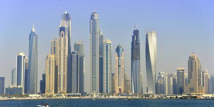 Dubai ligger endast 55 minuter bort.
