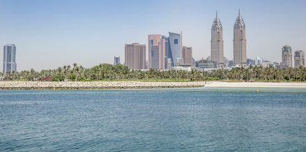Siluett och strand i Dubai Palm Jumeirah i Förenade Arabemiraten.