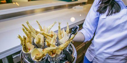 Mat i Dubai Palm Jumeirah i Förenade Arabemiraten.