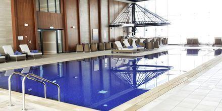 Inomhuspool på Dukes The Palm, a Royal Hideaway Hotel på Dubai Palm Jumeirah, Förenade Arabemiraten.