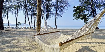 Stranden vid Dusit Thani Krabi Beach Resort på Krabi, Thailand.