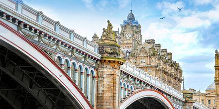 North Bridge i Edinburgh, som kopplar ihop nya och gamla stan.