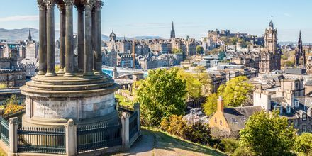 Det finns gott om utsiktsplatser i Edinburgh, här är Calton Hill.
