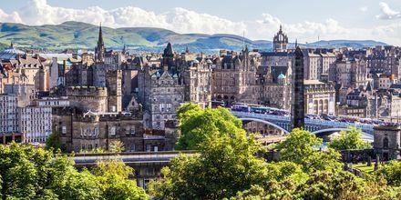 Edinburgh är uppdelad i två delar, medeltida Old Town och New Town. Båda delarna är flera hundra år gamla.