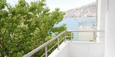 Dubbelrum med havsutsikt på hotell Edola i Saranda, Albanien.