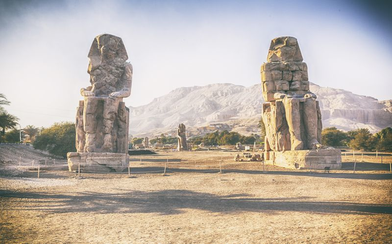 Under premiumresan besöker vi Luxor där vi bland annat ser de imponerande Memnon-statyerna.