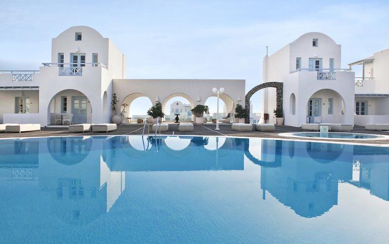 Poolområdet vid hotell El Greco på Santorini, Grekland.