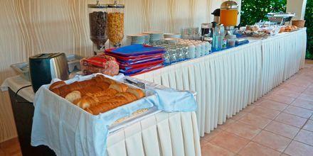 Frukostbuffén på hotell Eleana på Lefkas, Grekland.