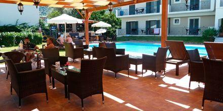 Poolbar på hotell Eleana på Lefkas, Grekland.