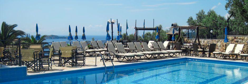 Poolen på hotell Elias i Megali Ammos på Skiathos, Grekland.