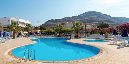 Poolområde på hotell Elvita på Rhodos.