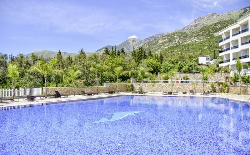 Poolområdet på hotell Elysium i Dhermi, Albanien.