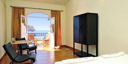 Större dubbelrum på hotell Empiore Beach Resort i norra Goa, Indien.
