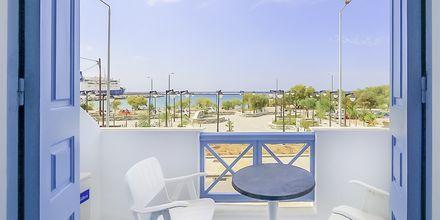 Dubbelrum med utsikt som vetter mot havet på hotell Erato i Karlovassi på Samos, Grekland.