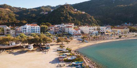 Stranden vid hotell Erato i Karlovassi på Samos, Grekland.