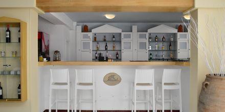 Bar på hotell Erato i Karlovassi på Samos, Grekland.
