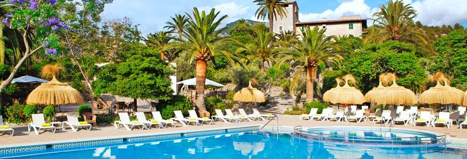 Poolområde på hotell Es Port i Puerto de Sóller, Mallorca.