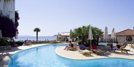 Pool på hotell Esperides på Skiathos, Grekland.
