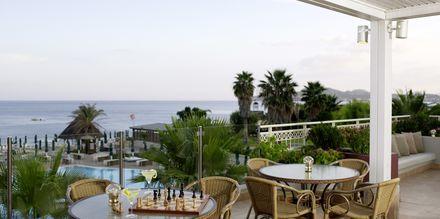 Lounge bar på hotell Esperos Mare på Rhodos, Grekland.