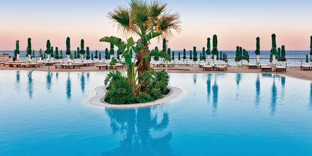 Poolområdet vid hotell Esperos Mare på Rhodos, Grekland.
