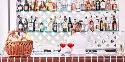 Bar på Hotell Esperos Village Blue & Spa på Rhodos, Grekland.
