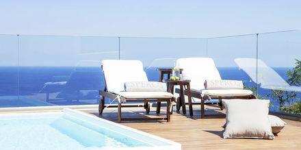 Dubbelrum med privat pool på Hotell Esperos Village Blue & Spa på Rhodos, Grekland.