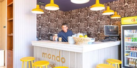 Mondo Café på hotell Fafa Grand Blue i Durres Riviera i Albanien.