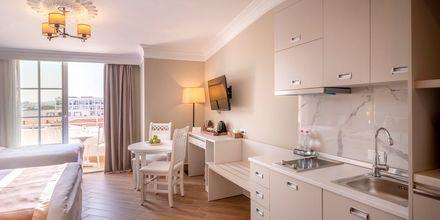 Enrumslägenhet på hotell Fafa Grand Blue i Durres Riviera i Albanien.