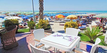 Restaurang på hotell Fafa Premium vid Durres riviera i Albanien.