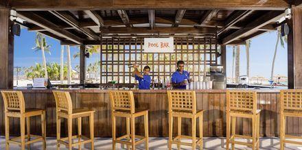 Poolbaren på Fanar Hotel & Residences i Salalah, Oman.