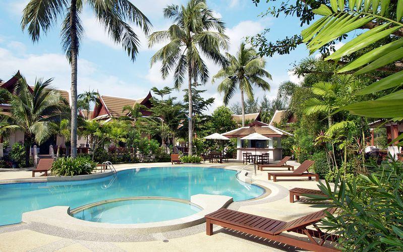Poolområde på Hotell Fanari Khaolak Resort i Khao Lak, Thailand.