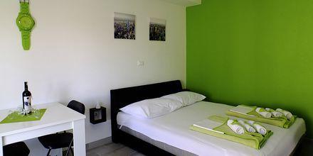 Trerumslägenhet på hotell Fani i Makarska, Kroatien.