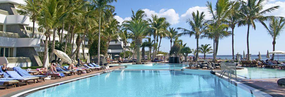 Poolområde på Fariones Playa Suite Hotel i Puerto del Carmen, Lanzarote.