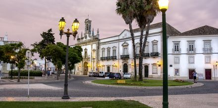 Faro, Portugal i skymning.