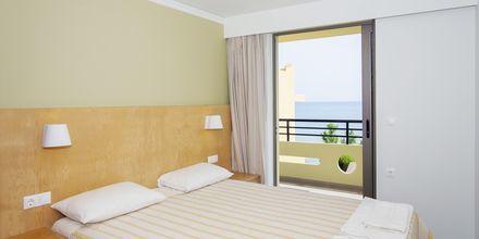 Trerumslägenhet på hotell Faros i Kato Stalos, Kreta.