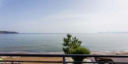Enrumslägenhet med havsutsikt på hotell Faros i Kato Stalos, Kreta.