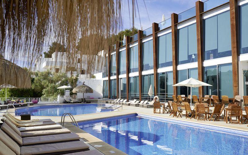 Poolområde på hotell Ferrera Blanca på Mallorca, Spanien.