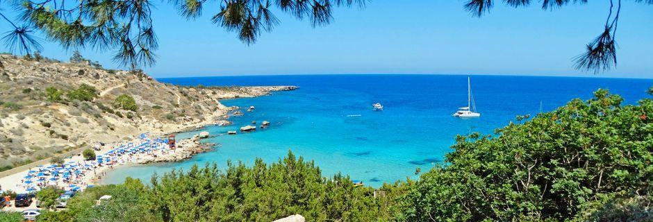 Längs Protaras kust finns många små vackra stränder.