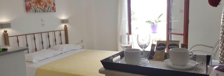 Dubbelrum på hotell Finikas i Kamari, på Santorini, Grekland.