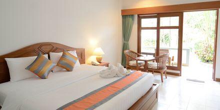 Deluxerum i bungalow på First Bungalow Beach Resort på Koh Samui, Thailand.