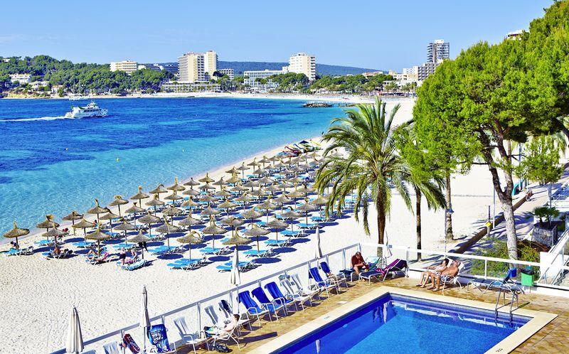 Poolområdet på hotell Flamboyan Caribe i Magaluf på Mallorca.