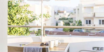 Renoverad tvårumslägenhet på hotell Flamingos på Kreta, Grekland.