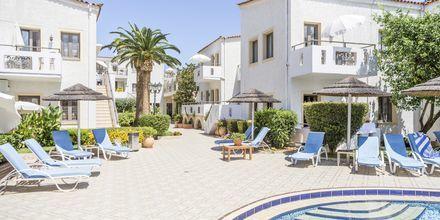Poolområdet på hotell Flamingos på Kreta, Grekland.
