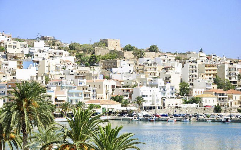 Utsikt över staden från hotell Flisvos i Sitia på Kreta, Grekland.