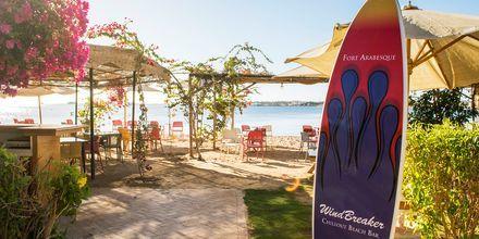 Baren Windbreaker vid stranden på hotell Fort Arabesque Resort, Spa & Villas i Makadi Bay, Egypten.