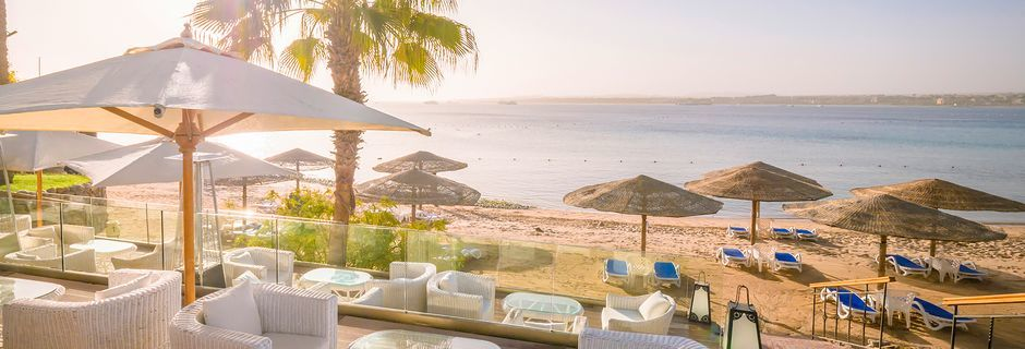 Stranden vid hotell Fort Arabesque Resort, Spa & Villas i Makadi Bay, Egypten.